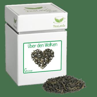 TeaLaVie-Teedose-diagonal-Haufen-Gruener-Tee-Ueber-den-Wolken